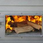 Loderndes Feuer im Holzofen